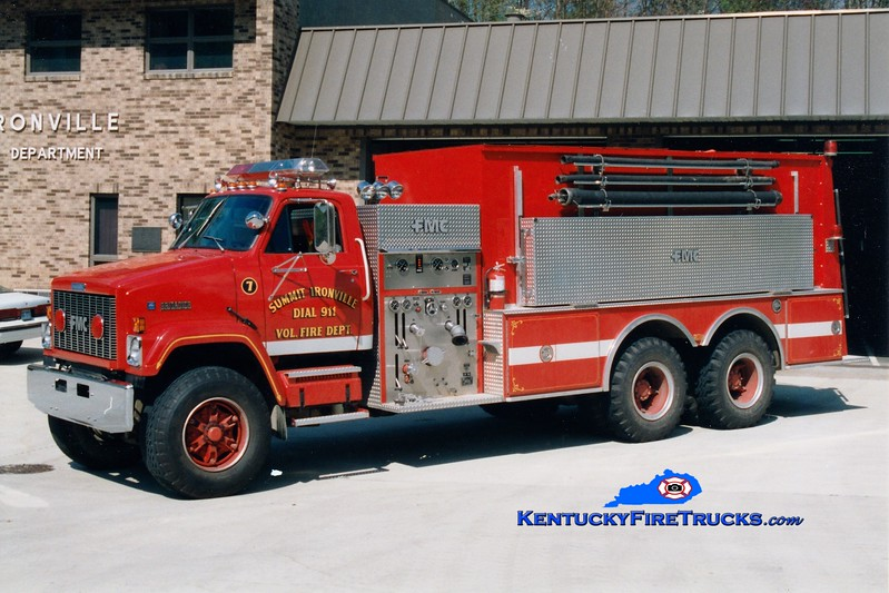 <center> Summit-Ironville  Tanker 7 <br> 1988 GMC Brigadier/FMC 1000/3000 <br> Greg Stapleton photo </center>