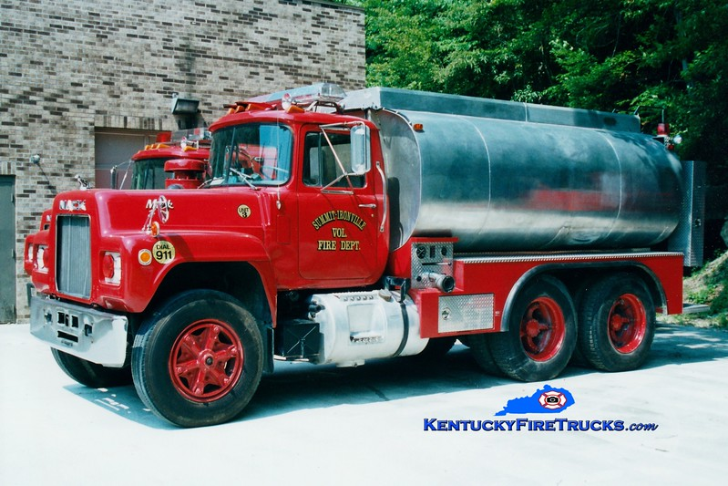 <center> RETIRED <br> Summit-Ironville  Tanker 3 <br> 1978 Mack R/Boyd Services 250/3000 <br> Greg Stapleton photo </center>