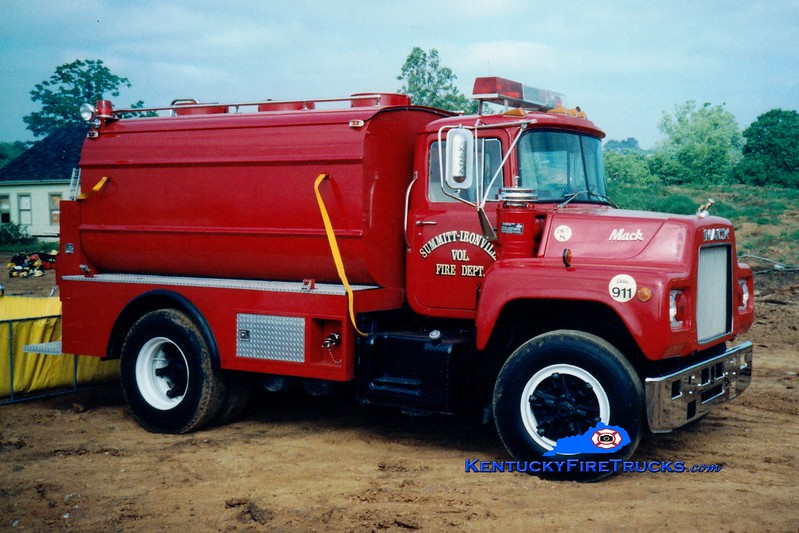 <center> RETIRED <br> Summit-Ironville  Tanker 8 <br> 1977 Mack U/Boyd 450/2400 <br> Greg Stapleton photo </center>