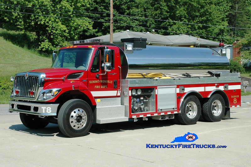 <center> Summit-Ironville  Tanker 8 <br> 2009 International 7400/Alexis 500/3000  <br> Greg Stapleton photo </center>