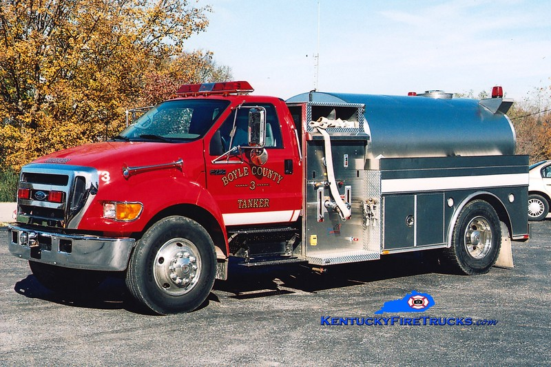 <center> Boyle County  Tanker 3 <br> 2003 Ford F-750/Bluegrass 350/1500 <br> Greg Stapleton photo </center>