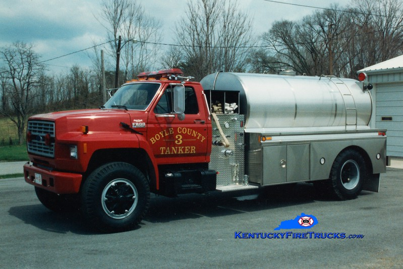 <center> RETIRED <br> Boyle County  Tanker 3 <br> 1991 Ford F-800/Bluegrass 250/1800 <br> Greg Stapleton photo </center>