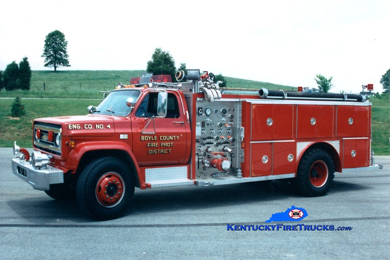 <center> RETIRED <br> Boyle County  Engine 4 <br> 1982 Chevy C70/E-One 1000/1000 <br> Greg Stapleton photo </center>