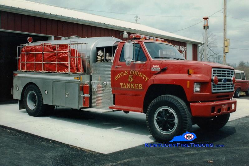 <center> RETIRED <br> Boyle County  Tanker 5 <br> 1991 Ford F-800/Bluegrass 250/1800 <br> Greg Stapleton photo </center>