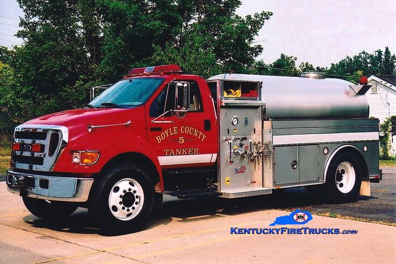 <center> Boyle County  Tanker 5 <br> 2004 Ford F-750/Bluegrass 350/1800 <br> Greg Stapleton photo </center>