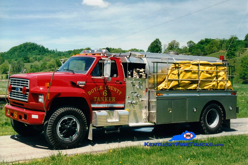 <center> RETIRED <br> Boyle County  Tanker 6 <br> 1993 Ford F-800/Bluegrass 250/1800 <br> Greg Stapleton photo </center>