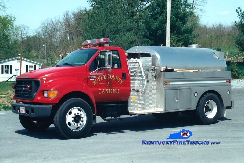<center> Boyle County  Tanker 7 <br> 2000 Ford F-750/Bluegrass 250/2000 <br> Greg Stapleton photo </center>
