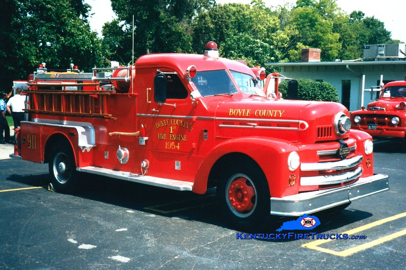 <center> Boyle County  Antique  <br> 1954 Seagrave 750/500 <br> Greg Stapleton photo </center>