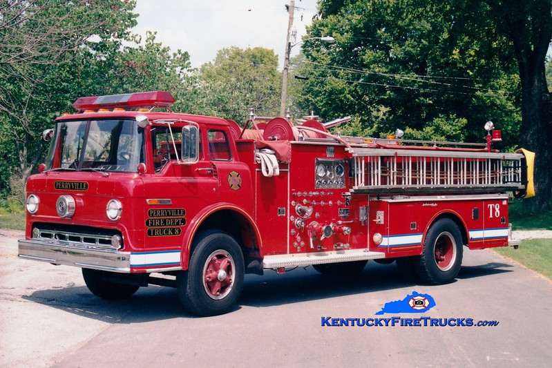 <center> Perryville  Truck 8  <br> x-Danville, KY <br> 1976 Ford C-900/Jaco 1000/500/Quad <br> Greg Stapleton photo </center>