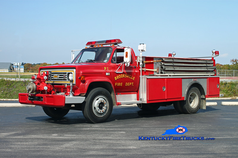 <center> Brooksville  Pumper 2 <br> x-Pumper 1 <br> 1982 Chevy C60/Summit 750/750 <br> Kent Parrish photo <br> </center>