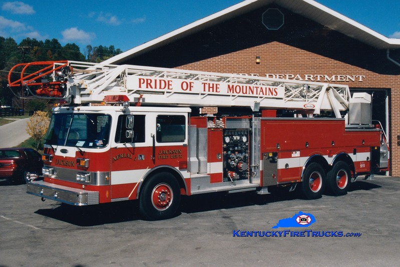 <center> Jackson  Aerial 1 <br> 1989 Pierce Arrow 1500/300/105' <br> Greg Stapleton photo <br> </center>