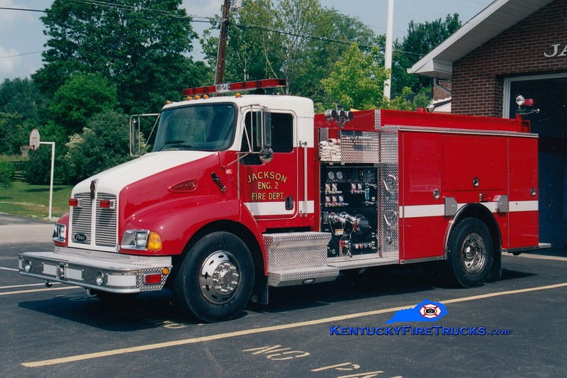<center> Jackson  Engine 2 <br> 2002 Kenworth T-300/Pierce 1250/1000 <br> Greg Stapleton photo <br> </center>