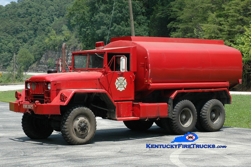 <center> Van Cleve  Tanker 3 <br> x-US Army <br> 1975 Mack M34/Danco 0/3500 <br> Greg Stapleton photo </center>