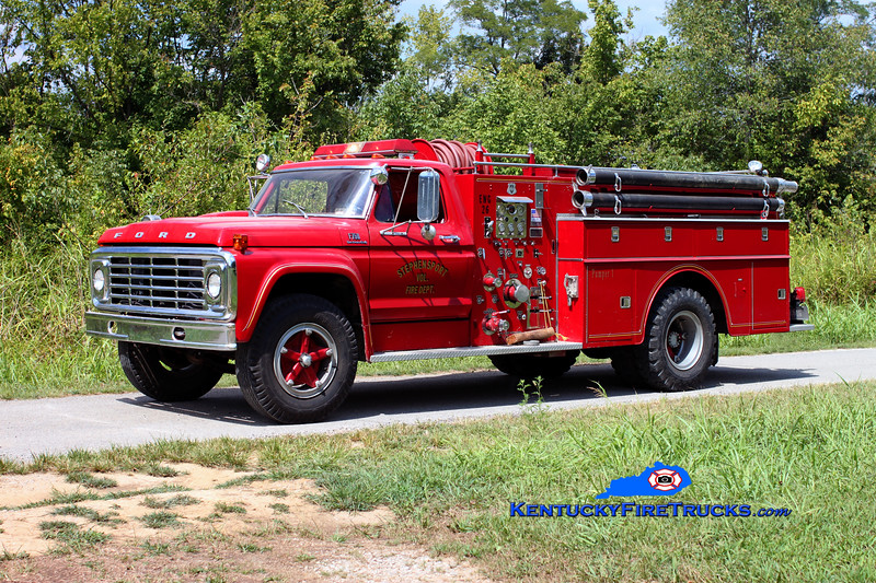 <center> Stephensport  Engine 26-2 <br> Formerly city of Hardinsburg and transfered back to the city <br> 1974 Ford F-750/Howe 750/750 <br> Kent Parrish photo </center>