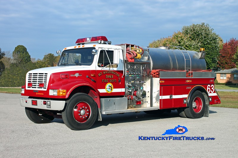 <center> Mt Washington  Tanker 3162 <br> 1989 International 4900/1999 Summit 1250/1600 <br> Kent Parrish photo </center>