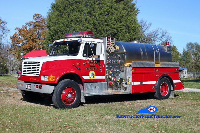 <center> Mt Washington  Tanker 3162 <br> 1989 International 4900/1994 Summit 1250/1600 <br> Kent Parrish photo </center>