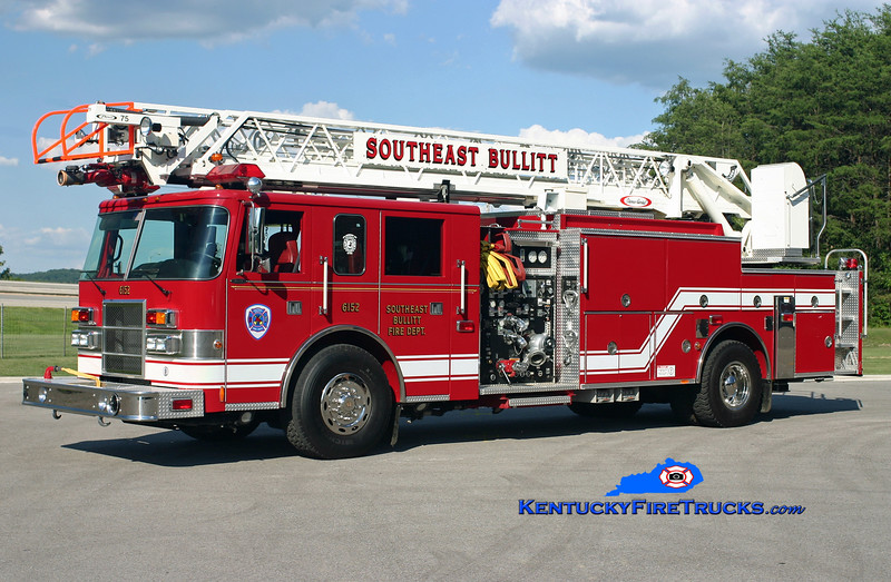 <center> Southeast Bullitt  Quint 6152  <br> 1999 Pierce Dash 1500/400/75'  <br> Kent Parrish photo </center>