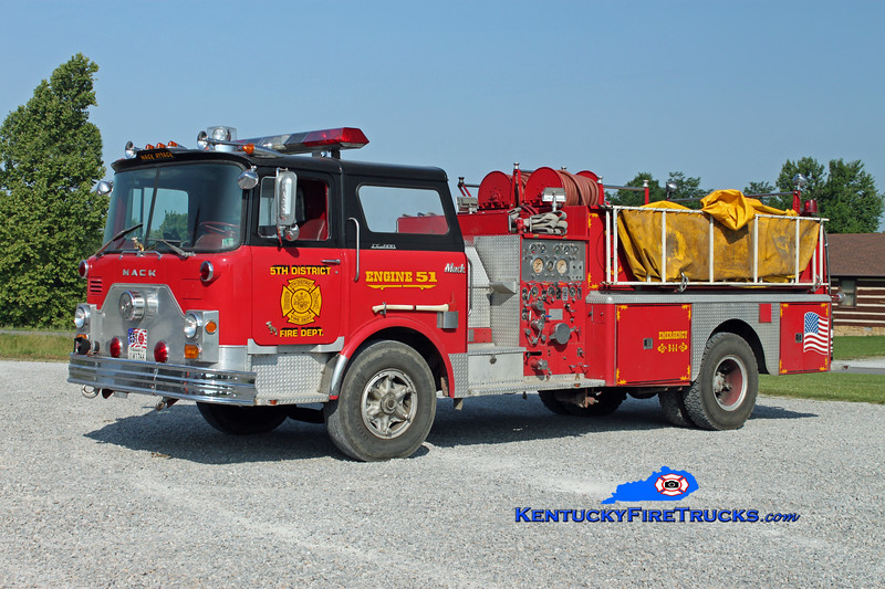 <center> RETIRED <br> 5th District  Engine 51<br> x-New Holland, PA <br> 1972 Mack CF 1250/1000 <br> Kent Parrish photo </center>