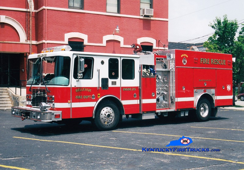 <center> RETIRED <br> Bellevue Engine 205  <br> 1996 HME/Ferrara Intruder 1250/600 <br> Greg Stapleton photo </center>
