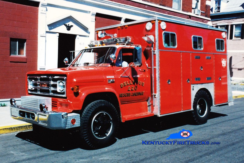 <center> RETIRED  <br> Bellevue Rescue 220  <br> 1978 GMC/EVI <br> Greg Stapleton photo </center>