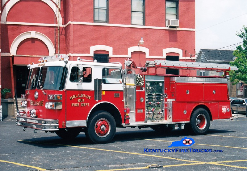 <center> RETIRED <br> Bellevue Engine 201  <br> 1982 Sutphen Deluge 1250/500 <br> Greg Stapleton photo </center>