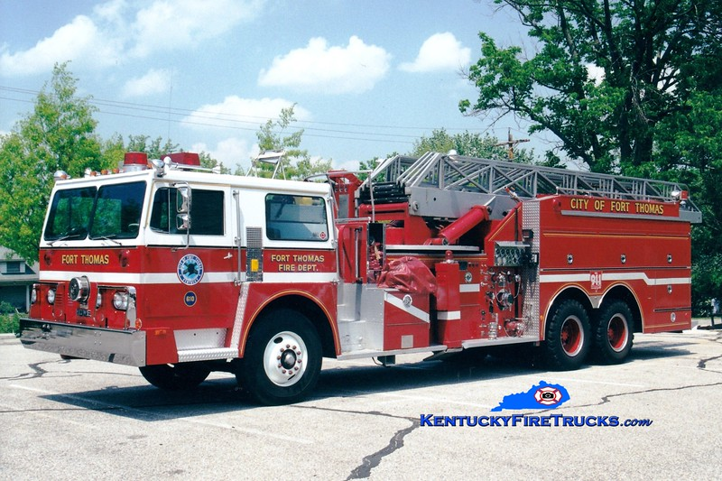 <center> NO LONGER IN SERVICE <br> Fort Campbell  Truck 610  <br> 1974 Hendrickson/Howe/Grove 1000/300/85' <br> Kent Parrish photo </center>
