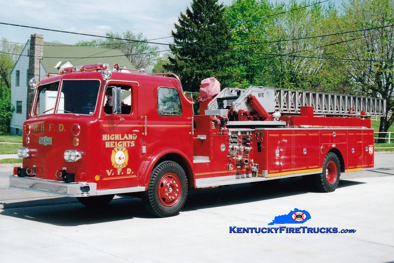 <center> NO LONGER IN SERVICE <br> Highland Heights  Truck 710  <br> 1971 Pirsch 1250/250/85'  <br> Greg Stapleton photo </center>