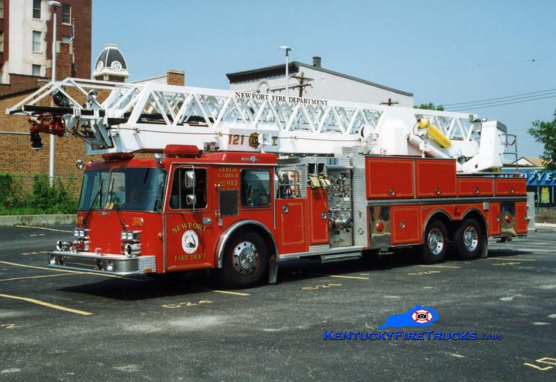 <center> RETIRED <br> Newport  Truck 912  <br> 1988 Grumman Panther Aerialcat 1250/200/121'  <br> Greg Stapleton photo </center>