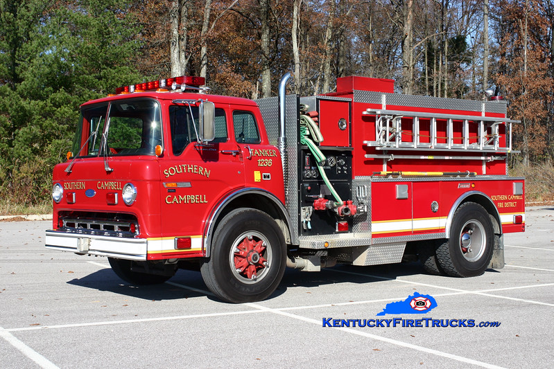 <center> Southern Campbell  Tanker 1236  <br> 1986 Ford C-8000/1999 Summit 450/2000 <br> Kent Parrish photo </center>