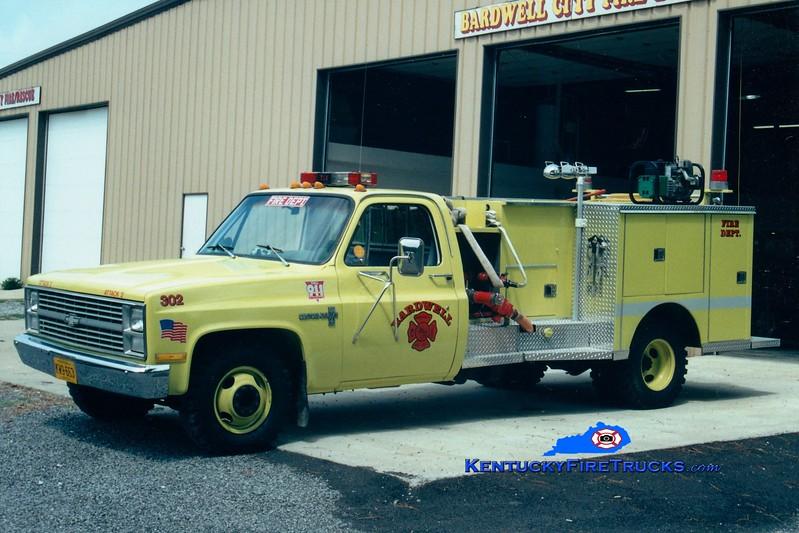 <center> Bardwell  Engine 305 <br> x-Engine 302 <br> 1983 Chevy/Southern Ambulance 250/250 <br> Greg Stapleton photo </center>