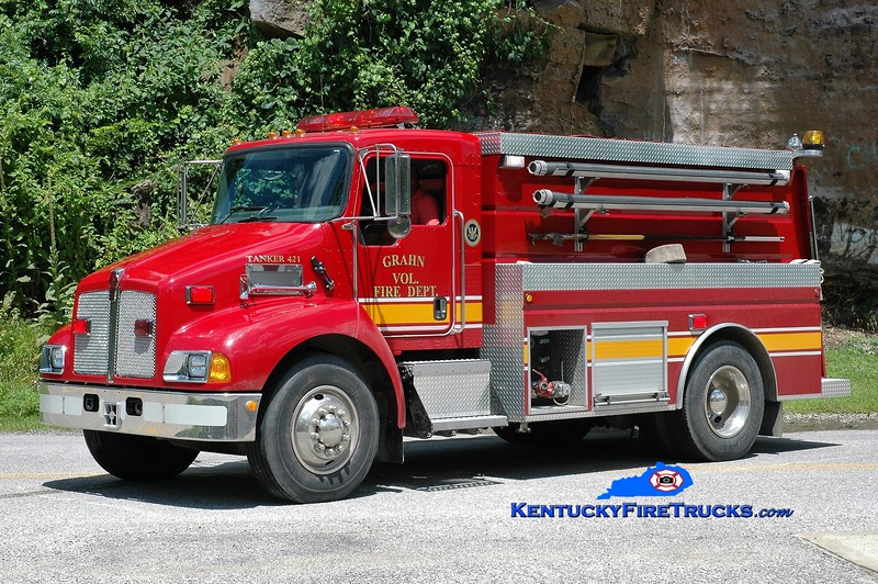 Grahn  Tanker 421<br /> 2005 Kenworth T-300/Wynn 450/2000<br /> Greg Stapleton photo