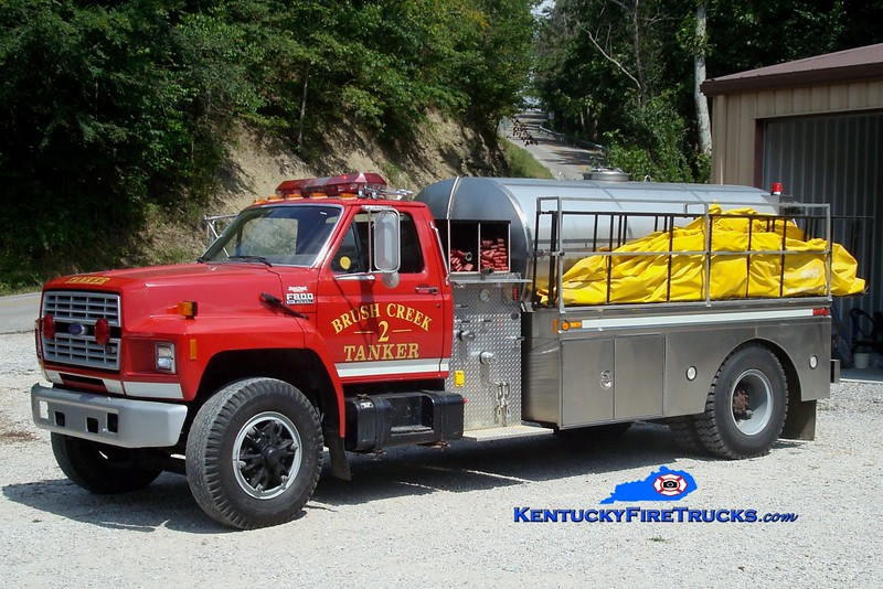 <center> Brush Creek  Tanker 2 <br> x-Boyle County, KY <br> 1992 Ford F-800/Bluegrass 250/1800 <br> Greg Stapleton photo </center>