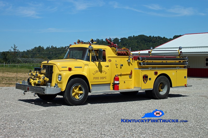 <center> Evona  Engine 152 <br> x-Liberty, KY  <br> 1973 International 1700/Sutphen 750/750 <br> Kent Parrish photo </center>