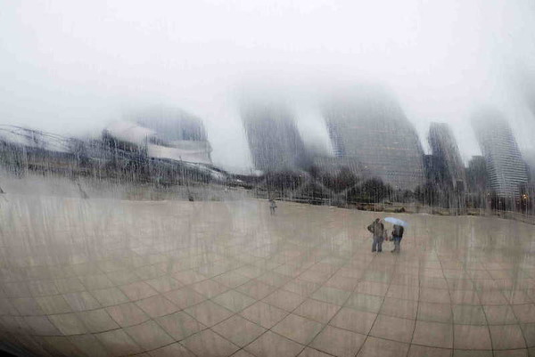 Cloud Gate rain I<br /> Chicago<br /> <br /> P141