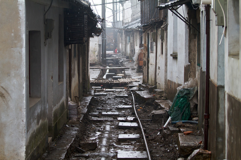 Many areas commonly found by visiters in Xitang are relatively well maintained. Traveling slightly off the beaten path, however, reveals the true state of the area.