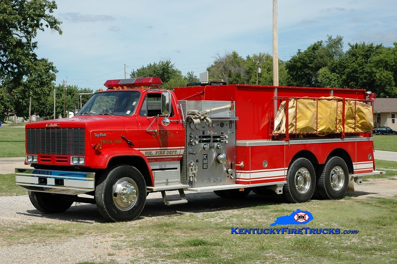 <center> Hopkinsville  Tanker 961 <br> x-Harrison County, MS <br> 1990 GMC TopKick/KME 1000/2000 <br> Greg Stapleton photo </center>