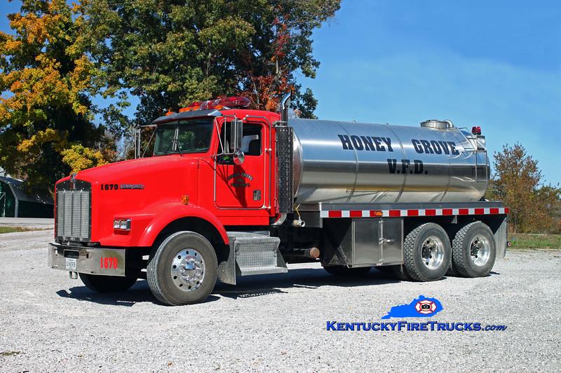 <center> Honey Grove  Tanker 1670  <br> 1998 Kenworth T-800/Osco 250/3000 <br> Kent Parrish photo </center>