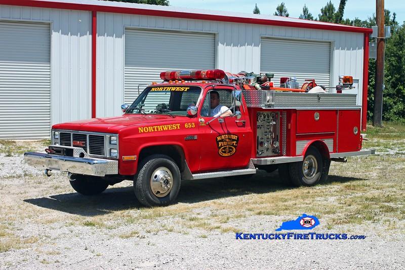 <center> Northwest  Brush 653  <br> 1984 GMC 3500 4x4/E-One 400/300 <br> Kent Parrish photo </center>