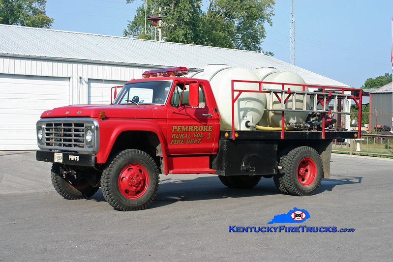 <center> Pembroke  Engine 1753  <br> 1973 Ford F-800 4x4/Local 250/1000 <br> Kent Parrish photo </center>