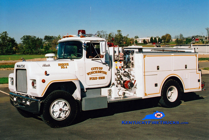 <center> RETIRED <br> Winchester  Engine 4  <br> 1978 Mack R/Grumman-Howe 1000/500  <br> Greg Stapleton photo </center>
