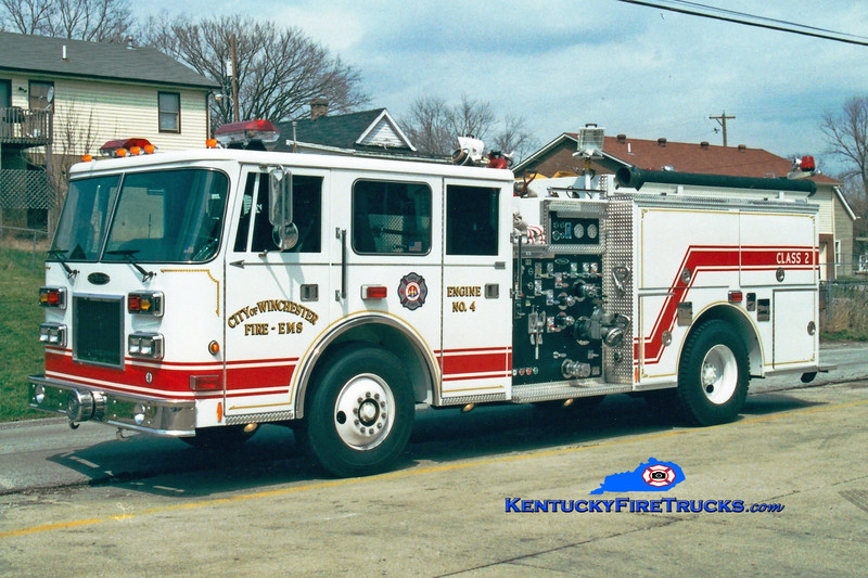<center> Winchester  Reserve Engine 4  <br> x-Engine 3 <br> 2001 Pierce Arrow/1984 Seagrave 1500/500  <br> Greg Stapleton photo </center>