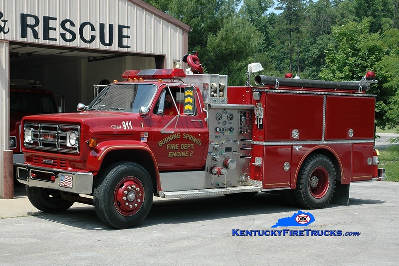 <center> Burning Springs  Engine 2 <br> 1988 GMC 7000/Grumman 1000/750 <br> Greg Stapleton photo </center>