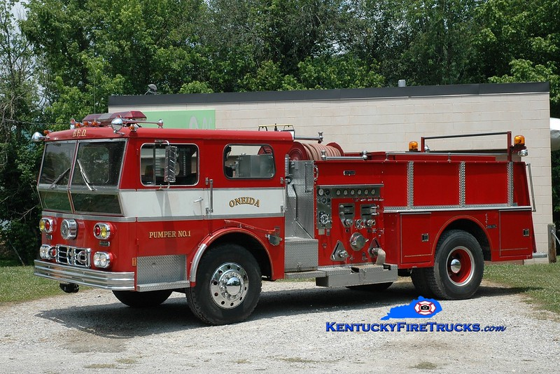 <center> Oneida  Pumper 1 <br> x-New Castle, DE <br> 1973 Ward LaFrance Ambassador 1000/500 <br> Greg Stapleton photo </center>