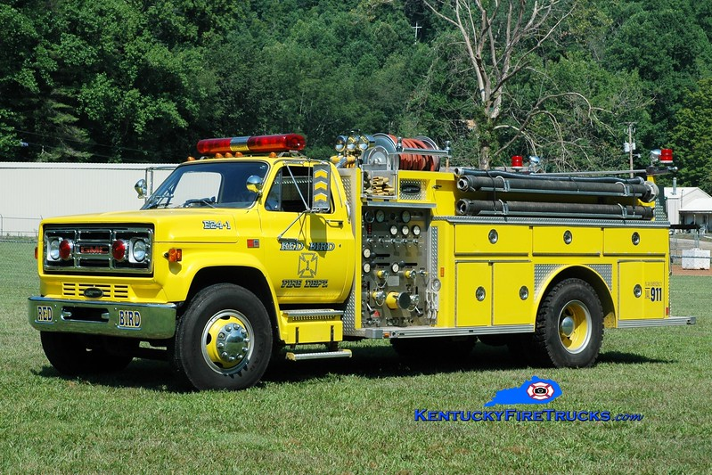<center> Red Bird  Engine 1 <br> 1986 GMC 7000/E-One 1000/1000  <br> Greg Stapleton photo </center>