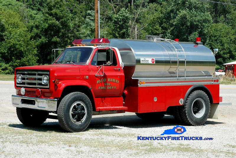 <center> Red Bird  Tanker 1 <br> x-Lakeside, OH <br> 1987 GMC 7000/Superior Tank 250/2000 <br> Greg Stapleton photo </center>