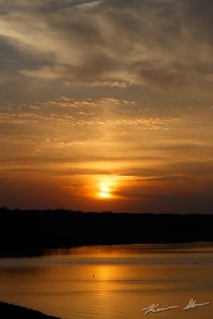 Weak sun pillar in the cirrostratus at sunset