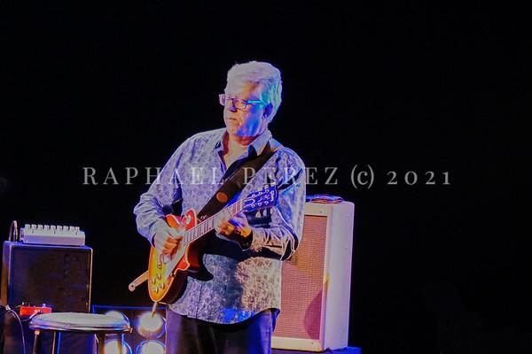 Dianne Reeves concert in Paris during Jazz à la Villette festival; September 2017. Romero Lubambo on guitar.