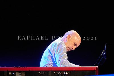 Dianne Reeves concert in Paris during Jazz à la Villette festival; September 2017. Peter Martin on keyboards.
