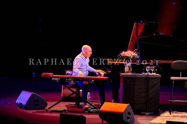 Dianne Reeves concert in Paris during Jazz à la Villette festival; September 2017. Peter Martin on keyboards