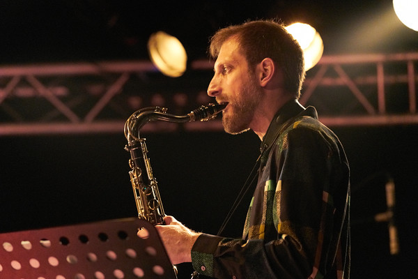 """Robin McKelle concert on May 2018 in New Morning Paris, presentating her 8th album """"Melodic Canvas"""". Here Matt Marantz with sax."""